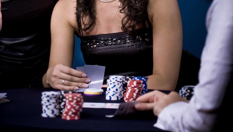 Drunk Poker Player Keeps Poker Face