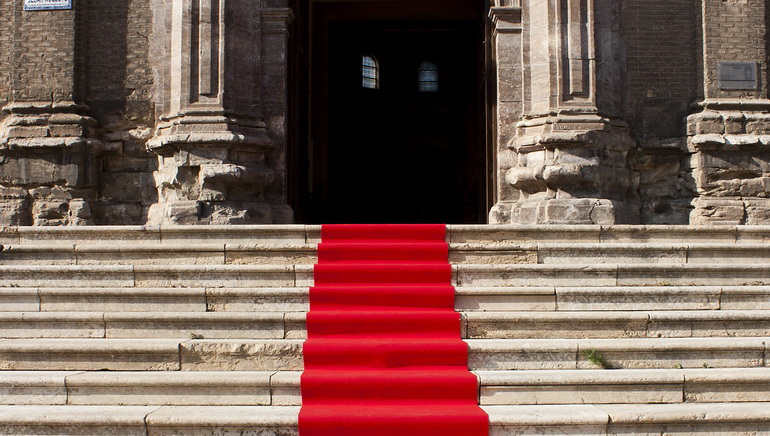 Royal Vegas Online Casino Rolls Out the Red Carpet